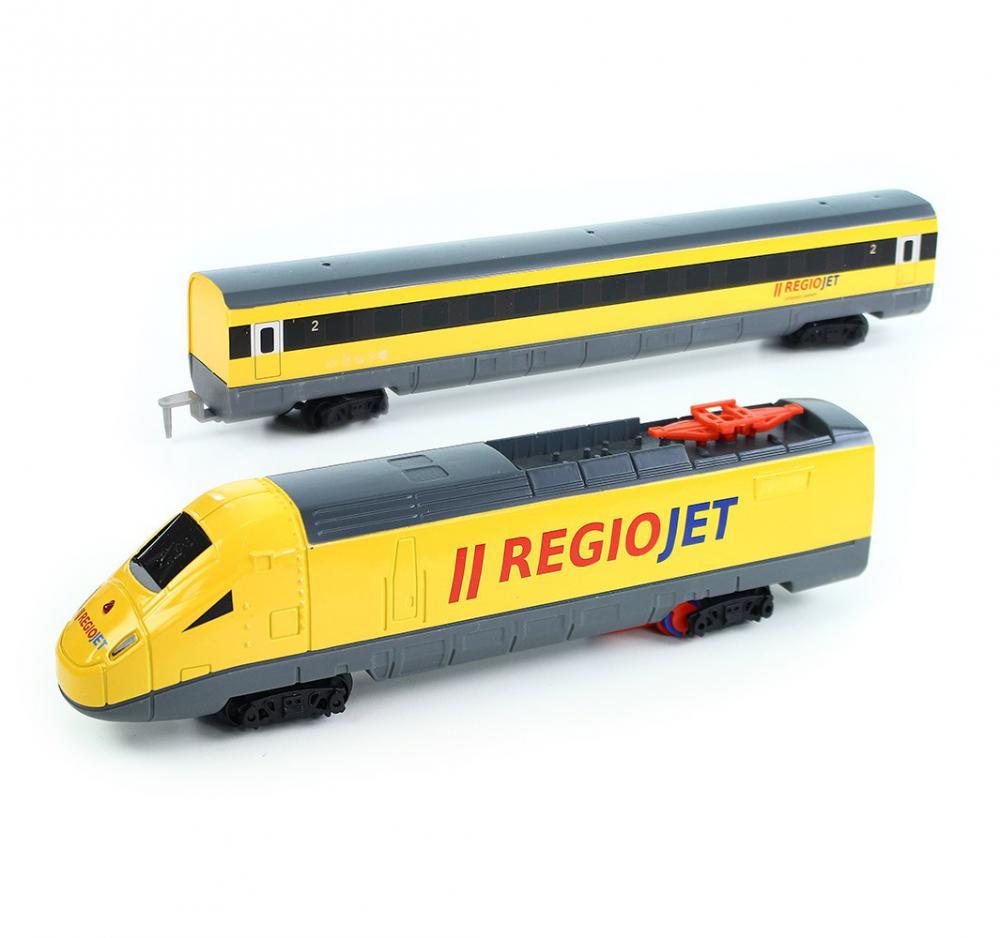 Vlak žltý RegioJet so zvukom a svetlom