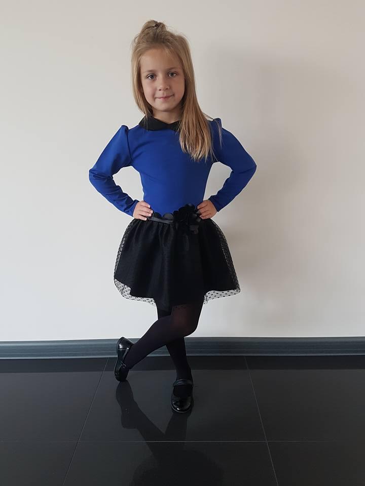 Dievčenské šaty modré s čipkou 122