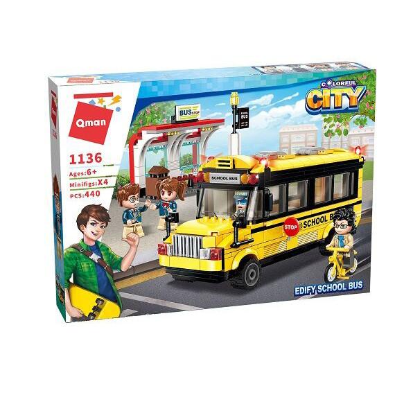 Stavebnica Qman Colorful City - Školský autobus so zástavkou