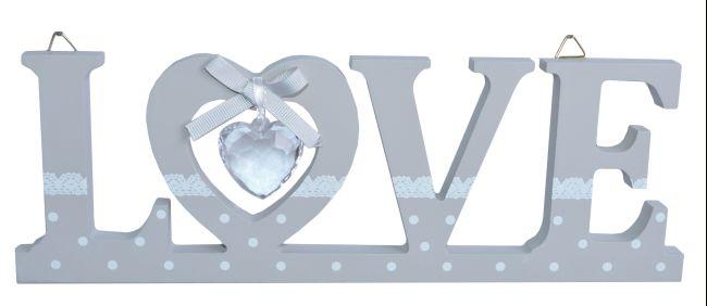 Drevený nápis LOVE s priehľadným srdiečkom