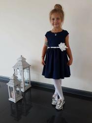 Dievčenské šaty tmavomodré s bielym kvetom 2c07f9e8855